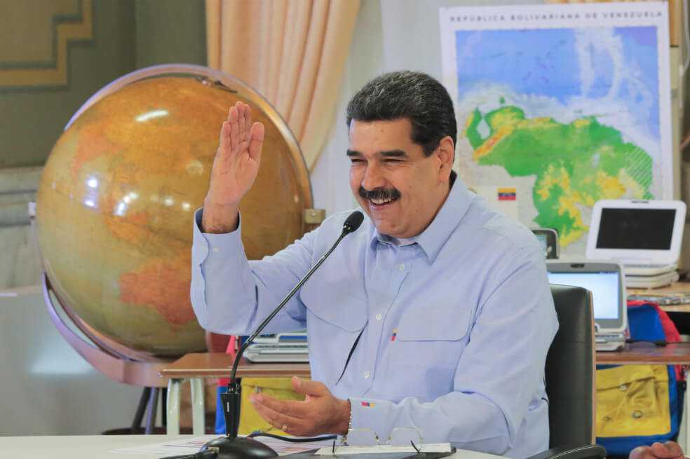 Maduro firma sorpresivo pacto con opositores distantes a Guaidó