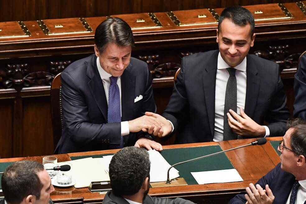 Jefe de gobierno italiano es ratificado y hace llamado a la sobriedad en redes sociales