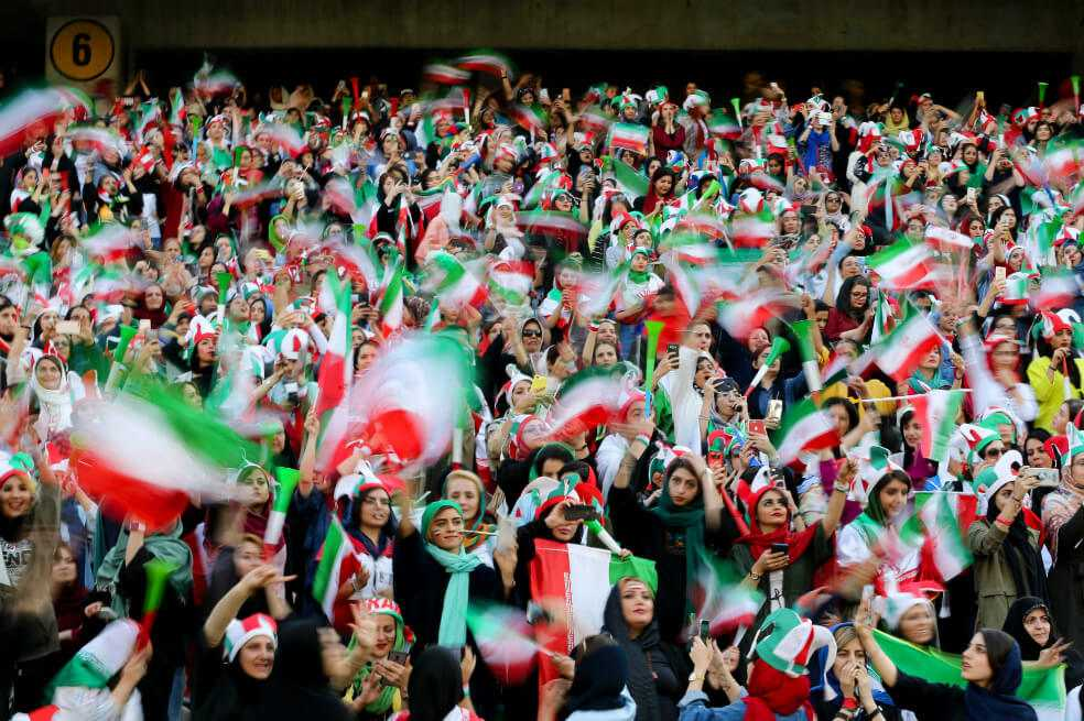 Día histórico en Irán: mujeres ingresaron a un estadio de fútbol por primera vez