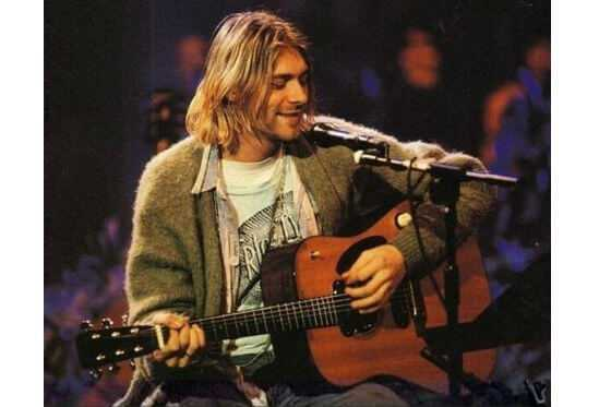 Saco de lana que Kurt Cobain usó en Unplugged de Nirvana se subasta esta semana