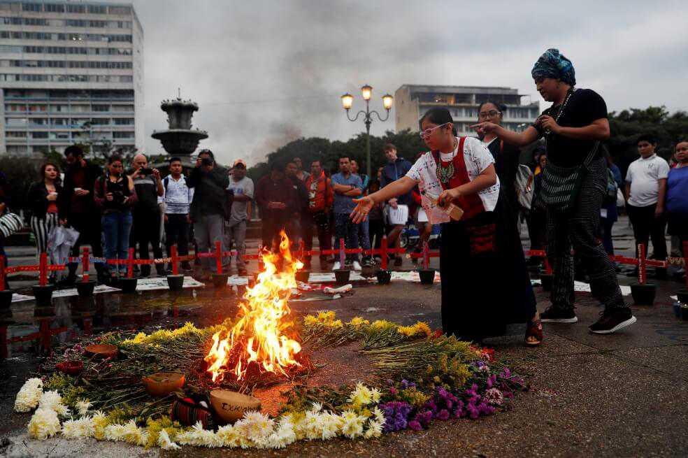 El lío alrededor de un altar que conmemora la muerte de 41 niñas en Guatemala