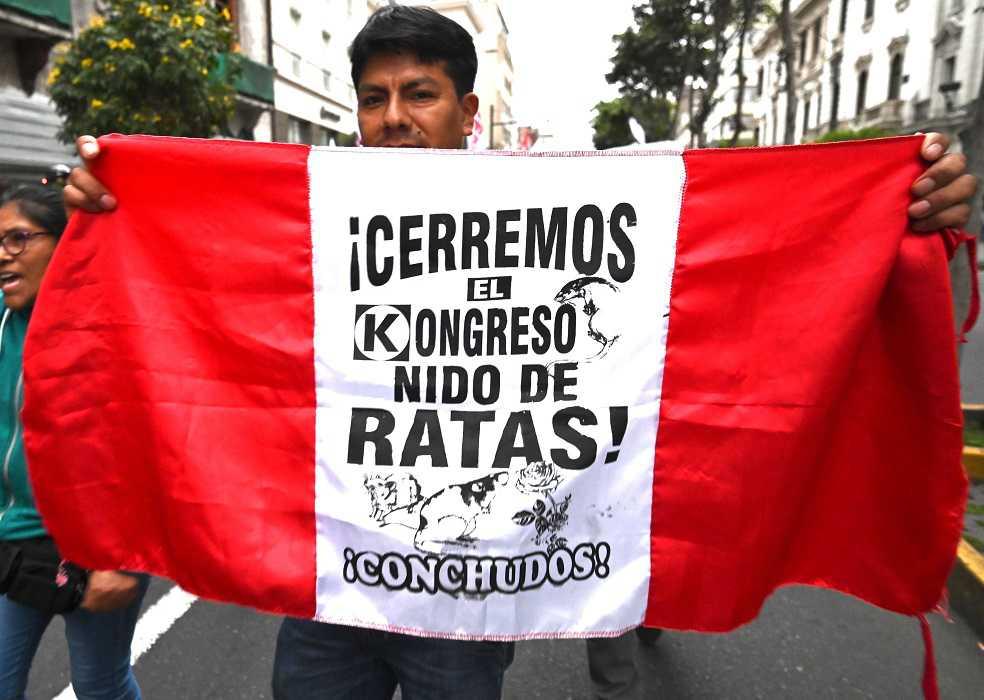 ¿Por qué en Perú apoyan la decisión del presidente de disolver el Congreso?