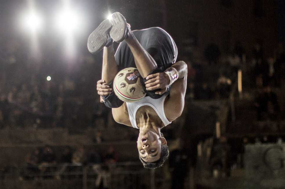 'Boyka' va por el título mundial de fútbol de estilo libre