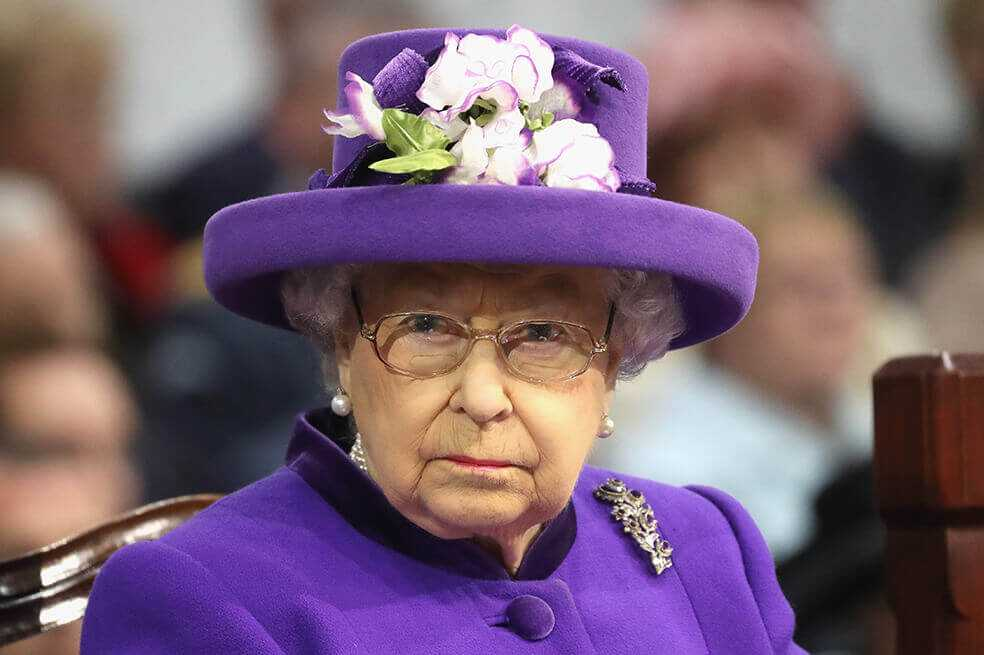 La Reina Isabel II usa LinkedIn para buscar un ayudante, este es el perfil