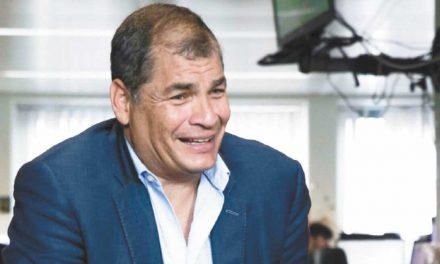 Correa dice que condena en su contra busca inhabilitarlo para las próximas elecciones en Ecuador