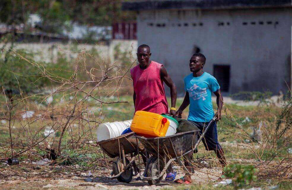 Lavarse las manos puede parecer una tarea fácil, pero no lo es para los haitianos
