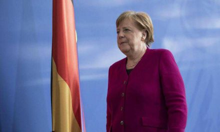 La estrategia de Merkel ante el coronavirus empieza a ser criticada