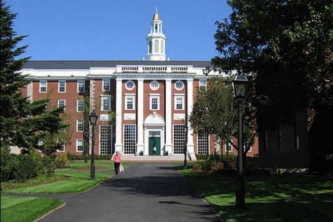 Harvard y el MIT piden que se anule decisión que revoca visas para estudiantes extranjeros en Estados Unidos
