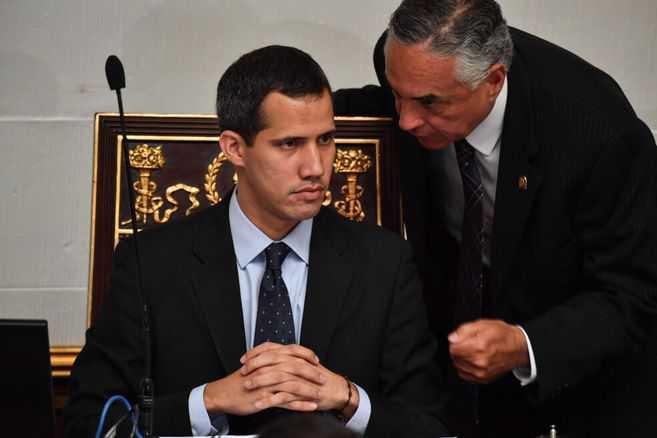 """Líderes opositores venezolanos hacen fuerte reclamo a Guaidó y le piden """"transparencia"""""""