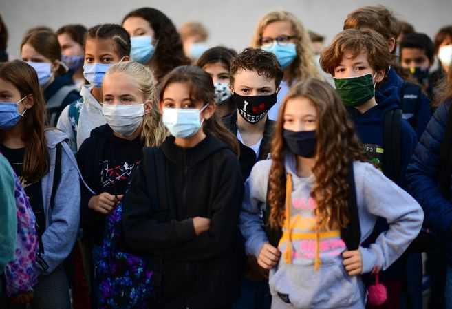 Francia cierra 22 colegios por temor al coronavirus solo días después de volver a clases