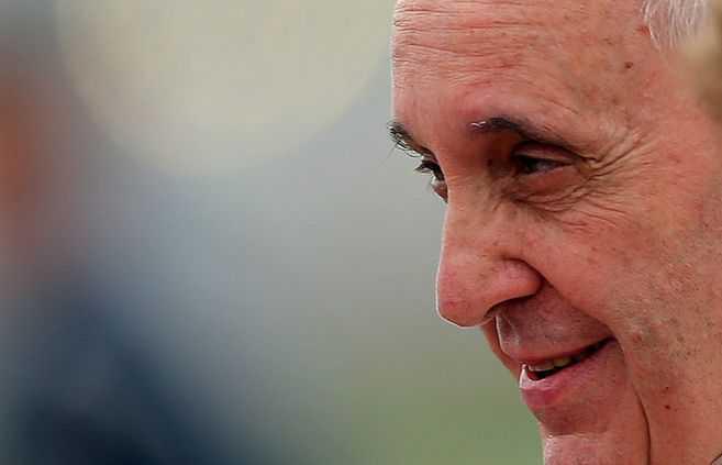 Alarma en el Vaticano: cardenal que estuvo con el papa dio positivo para COVID-19