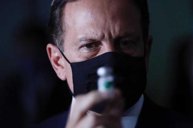 Jair Bolsonaro y la pelea política por la vacuna contra el coronavirus