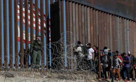 Niños migrantes de otros países son expulsados a México desde EE. UU., según el NYT