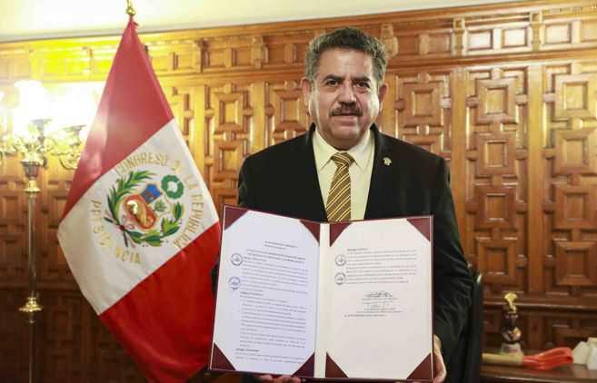 Manuel Merino, el desconocido que asume la presidencia de Perú
