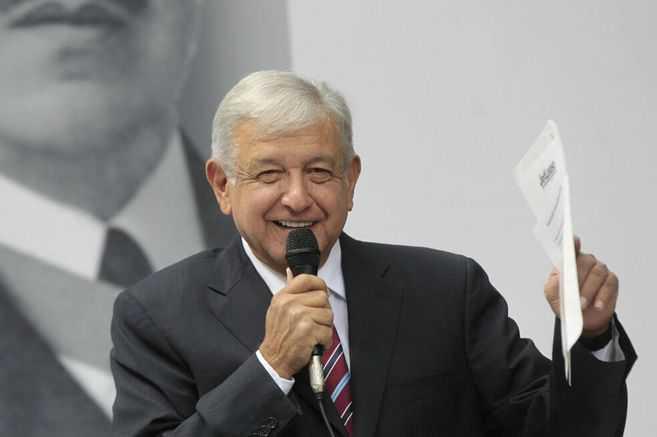 El presidente de México le ofrece asilo político a Julian Assange