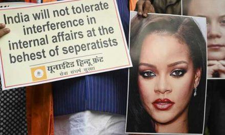 Rihanna genera polémica en India por una foto en toples con una imagen del dios Ganesh