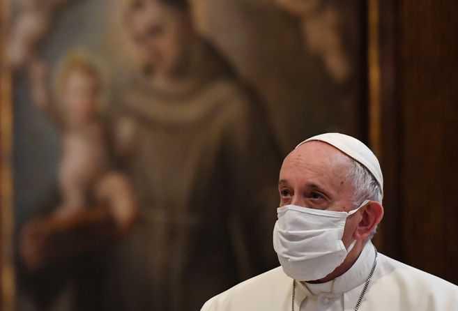 El papa recibió la segunda dosis de la vacuna y está inmunizado