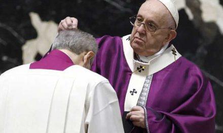 El papa baja el sueldo a los religiosos en el Vaticano