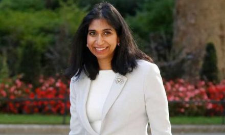 Por primera vez una ministra británica toma licencia de maternidad (sin renunciar)