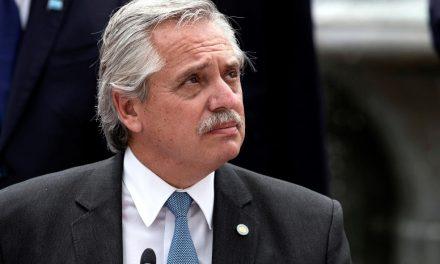 Presidente de Argentina va ante la justicia por fiesta durante el confinamiento