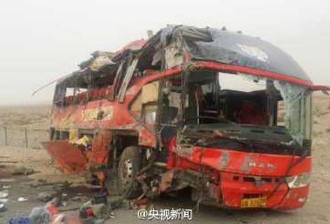 Vuelco de un autobús deja 22 muertos y 38 heridos en noroeste de China