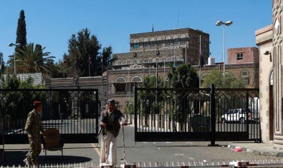 Ataque aéreo a sede de gobierno en Yemen