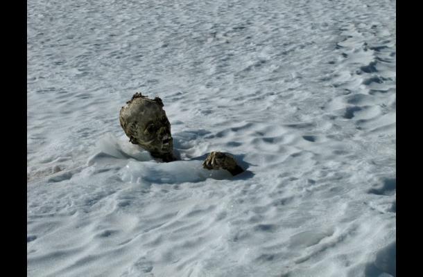 Hallan segundo cuerpo momificado en volcán de México