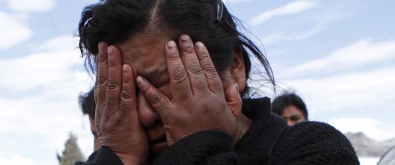 Doce muertos y 40 heridos tras caída de bus a barranco en Perú.