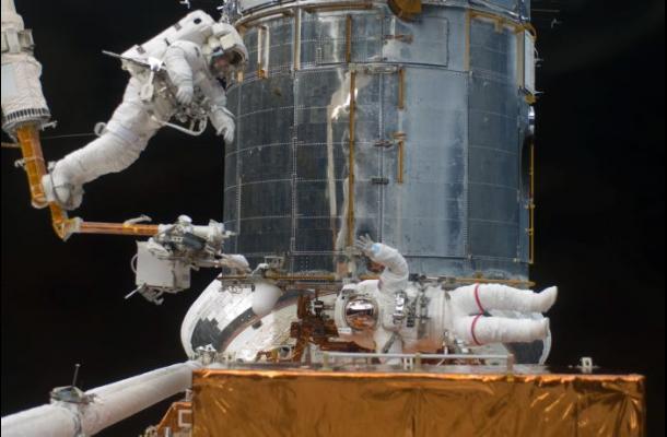 Subastan correa de mochila de astronauta que pisó la Luna
