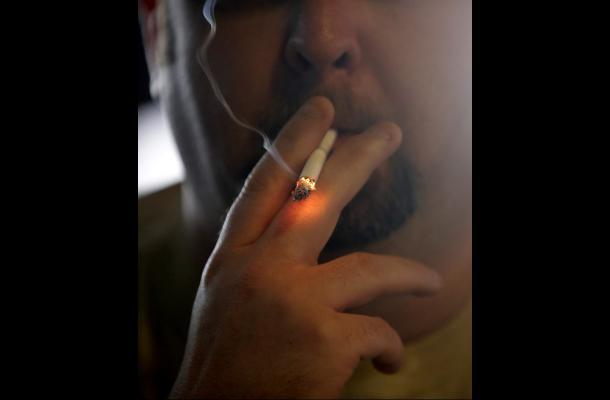 Hawai incrementará a 21 años edad legal para fumar