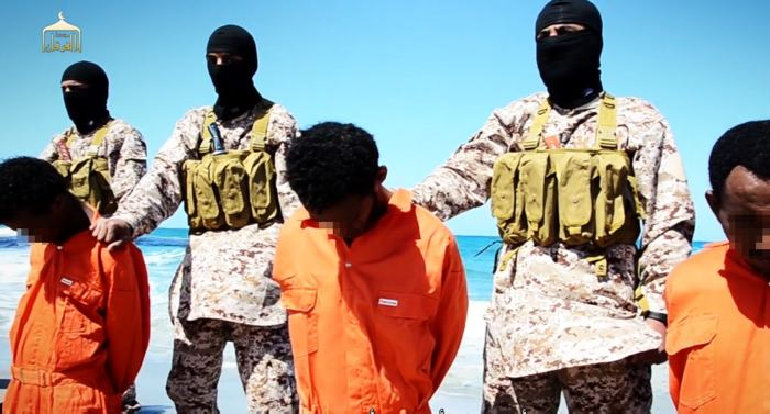 Video de Estado Islámico parece mostrar matanza de cristianos en Libia