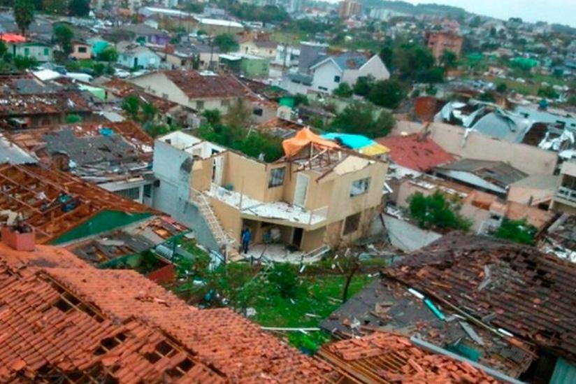 Dos muertos y millar de afectados por tornado en sur de Brasil