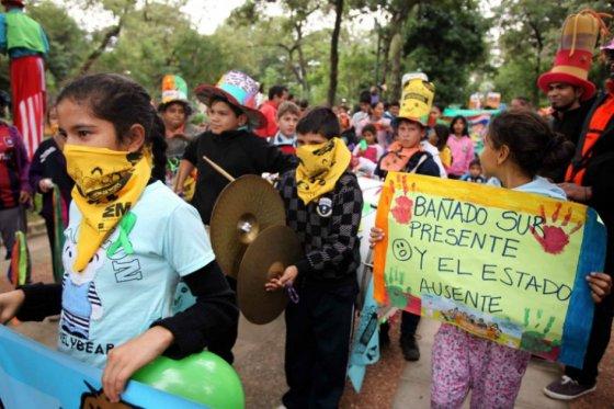 Niños y jóvenes protestan en Asunción contra abuso y explotación sexual