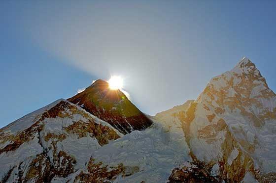 El sismo de Nepal desplazó el monte Everest