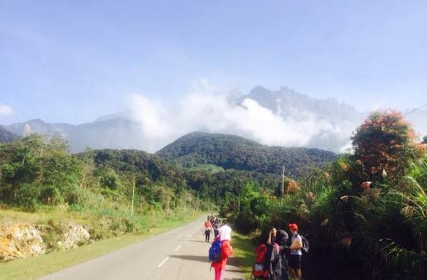 Sismo sacude la isla de Borneo y deja al menos a 137 alpinistas atrapados
