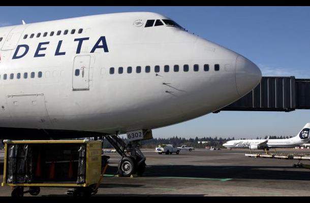 Avión de Delta realiza aterrizaje de emergencia en Denver
