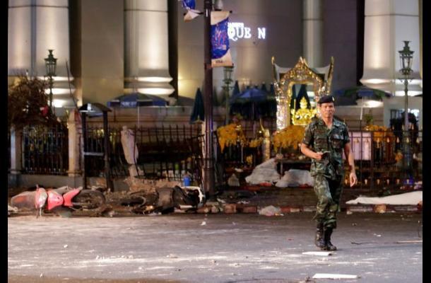 Explosión de bomba en Bangkok deja varias personas muertas