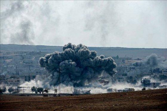 Al menos 3.550 muertos en un año de bombardeos de la coalición en Siria