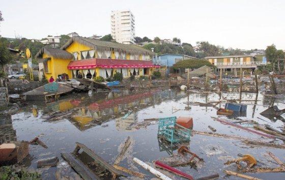 Se eleva a 13 el saldo de muertos en Chile por terremoto y posterior tsunami