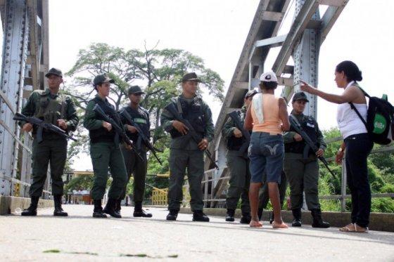 'Al menos 31 paramilitares colombianos han sido detenidos tras cierre fronterizo': Venezuela