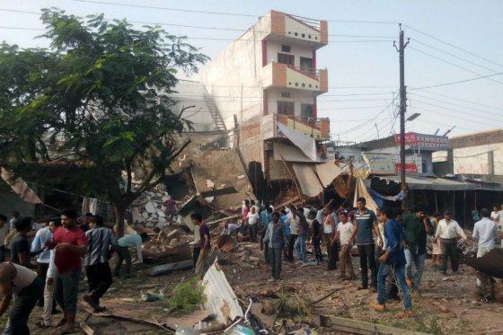 Explosión deja al menos 85 muertos en India