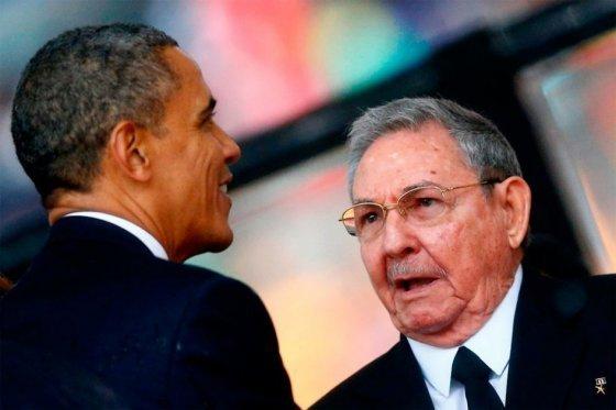 Obama y Castro hablan sobre visita del papa y pasos para aumentar cooperación