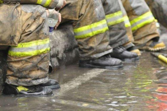 Autoridades cifran en 23.000 desplazados por incendios en California, EE.UU.