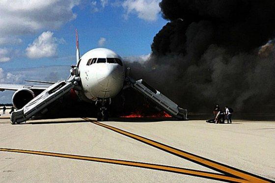 Al menos 15 heridos por incendio de avión mientras despegaba en EE.UU.