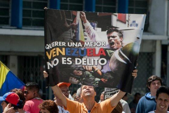 Esperan excarcelación de Leopoldo López tras huida y denuncia de fiscal acusador