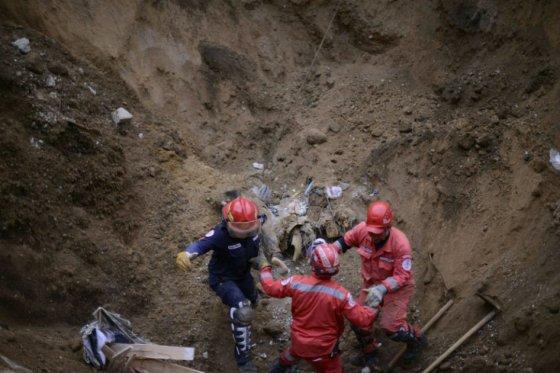 Sube a 87 cifra de muertos por alud de tierra en Guatemala