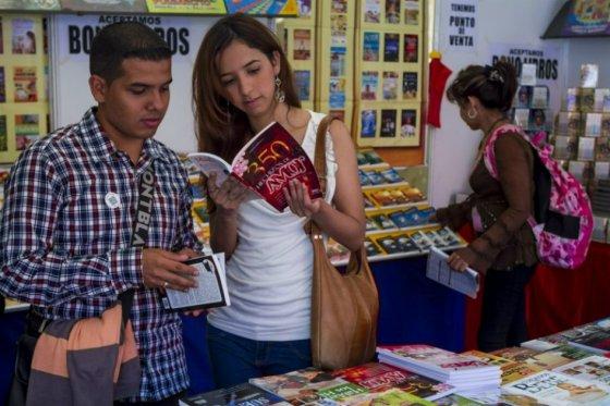 Perú elimina impuestos a libros para incentivar la lectura
