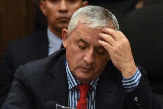 Prohíben salir de Guatemala a 50 empresarios por caso de corrupción aduanera