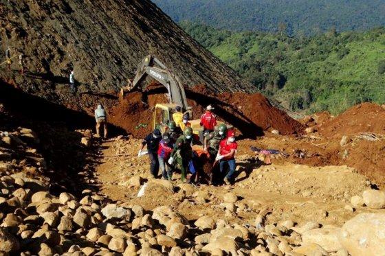 Ya son 113 los muertos por alud de tierra en Birmania