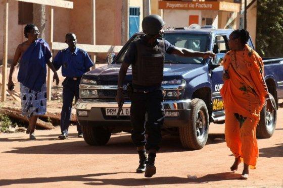 En toma de rehenes en hotel de Bamako murieron 22 personas, incluidos los agresores